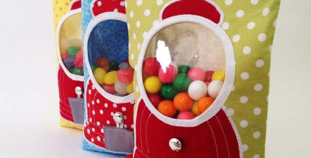 This gumball machine bag is genius! Actually works to dispense treats. Can be changed up to suit different occaisions by using different fabrics. I'd love to make some for tables for my wedding. Sewing pattern from Craftsy.