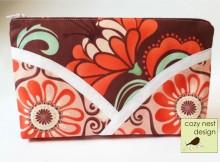 Free sewing pattern for pretty 'Petals' zipper cosmetics bag.