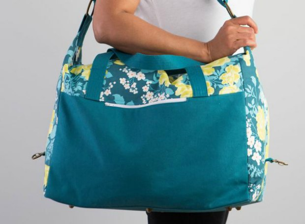 There are lots of new bag making skills fully explained in this video tutorial on how to sew this Weekendere Bag. Part of a bag of the month video series. I love all the ones released so far and can't wait for the other bag patterns.