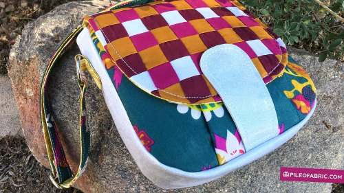 Video tutorial for how to sew the Sandra Saddle Bag pattern.