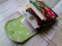 This is a little pouch for cards. It's a perfect beginner tutorial for anyone starting out in sewing. Follow along with the instructions carefully and you will get a great result and make something you can use or give as a gift or even sell.