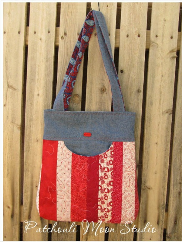 Happy! is a medium size bag suitable for all occasions. The name comes from the 'smiling' pocket on the front of the bag.