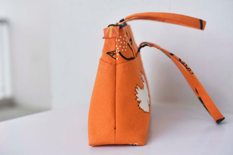 Side view of the easy zipper handbag sewing pattern